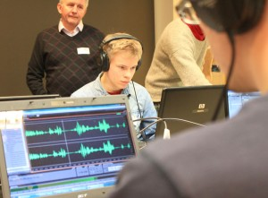 Iltapäivän aikana radion äänitarkkailijat ja juontajat tekivät oikeata radiolähetystä suviseurakalustolla. Reportterit harjoittelivat haastattelemalla muita kurssilaisia. Toimittajat työskentelivät etukäteen valmistettavien suviseuraohjelmien parissa editoijien kanssa.